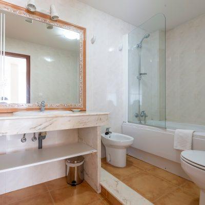 hotel_nautilus_bano_habitacion_doble_vista_mar